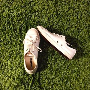 Converse Dainty Low Top All Stars | Size 6